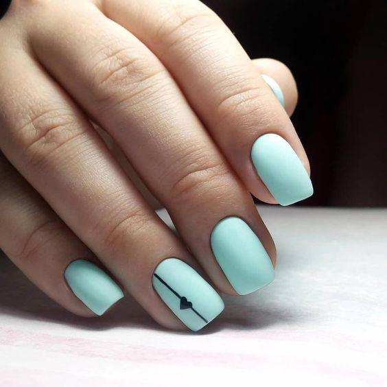 Miętowe paznokcie z wzorkiem na wiosnę