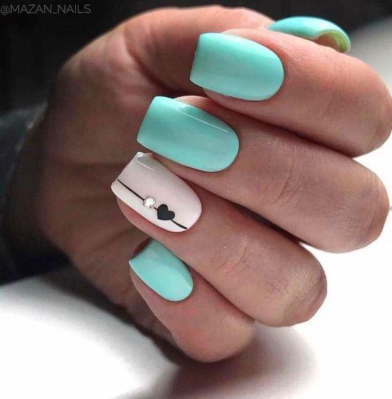 Miętowe paznokcie z wzorkiem