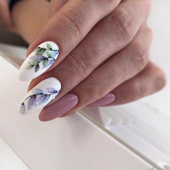 Paznokcie z kwiatami na wiosnę