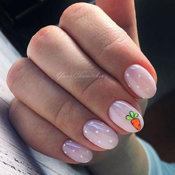 Różowe paznokcie na wiosnę z wzorkami