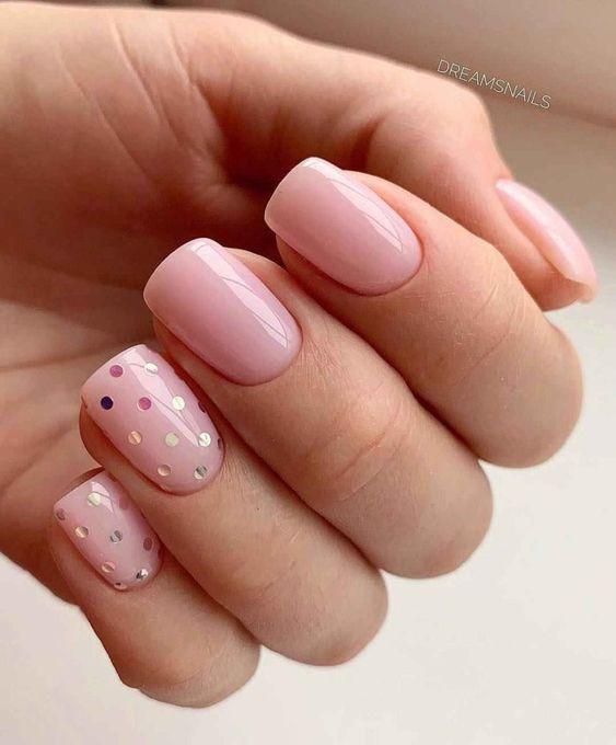 Różowe paznokcie na wiosnę