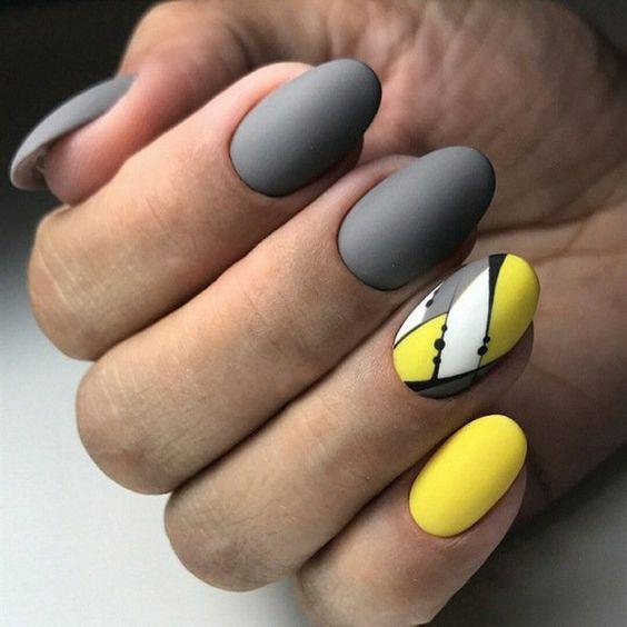 Szaro żółte paznokcie z wzorkami
