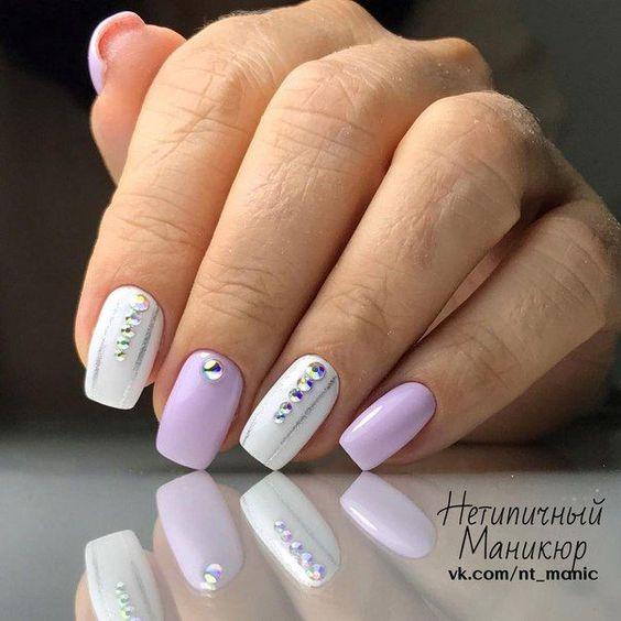 Biało wrzosowe paznokcie