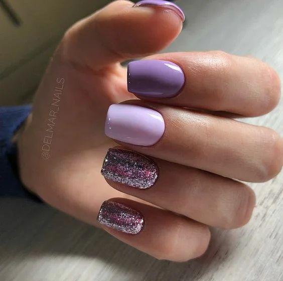 Brokatowe wrzosowe paznokcie