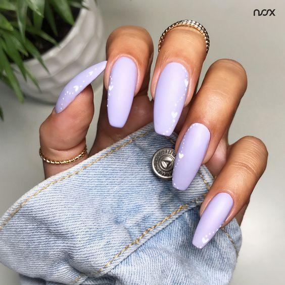 Matowe wrzosowe paznokcie
