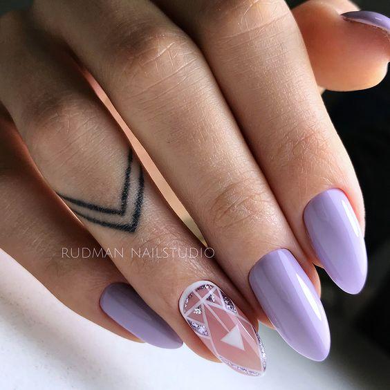 Pastelowy manicure w kolorze wrzosowym