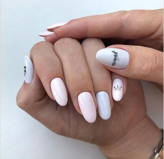 Pastelowy manicure z wzorkami