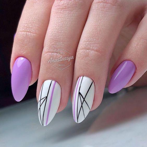 Wrzosowe paznokcie z geometrycznymi wzorami