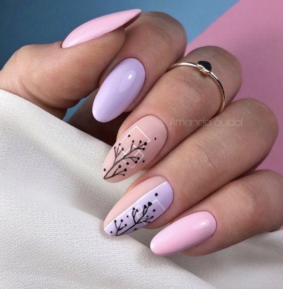 Wrzosowo różowe paznokcie