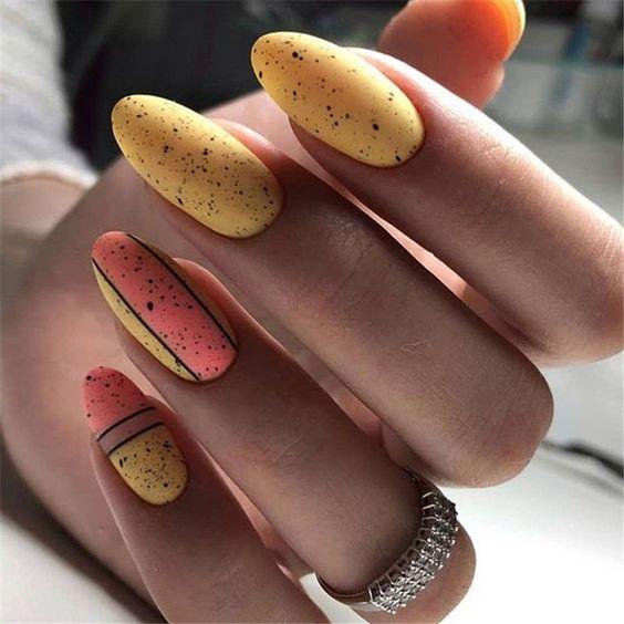 Żółte paznokcie typu macarons