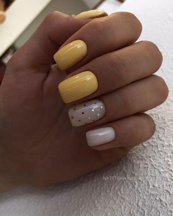 Żółte paznokcie z kropkami