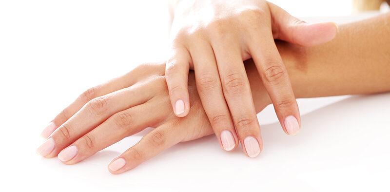 Baza kauczukowa do paznokci - czym jest i jak jej używać?
