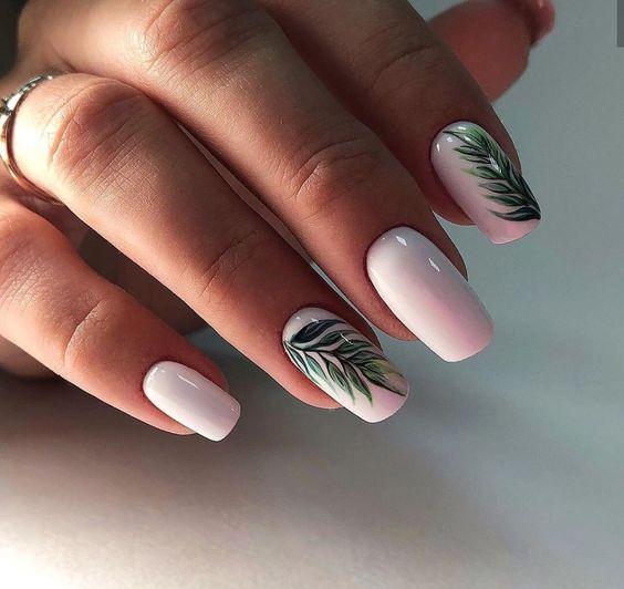 Biały manicure na wiosnę