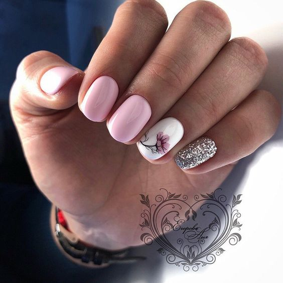 Brokatowe jasnoróżowe paznokcie