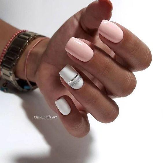 Eleganckie paznokcie w kolorze pudrowego różu