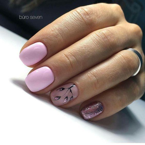 Krótkie paznokcie w kolorze pudrowego różu