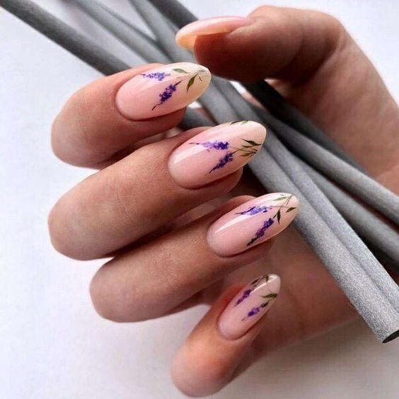 Naturalne paznokcie z wzorkami na wiosnę