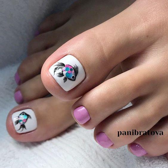 Różowe paznokcie u stóp na wiosnę