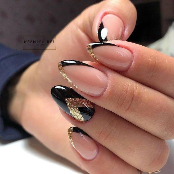 Czarno złote paznokcie do bordowej sukienki