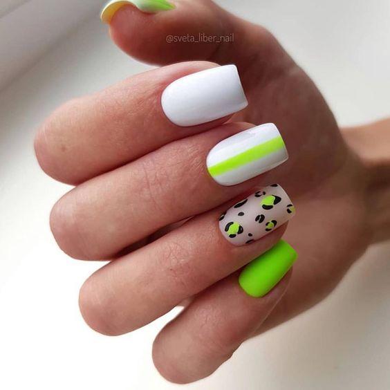 Biało zielone neonowe paznokcie z wzorkami