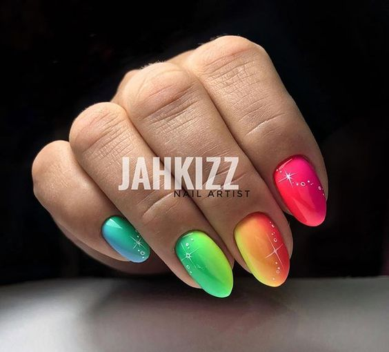Manicure z neonowym ombre