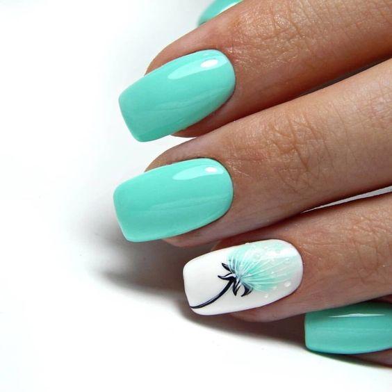 Miętowe paznokcie na lato