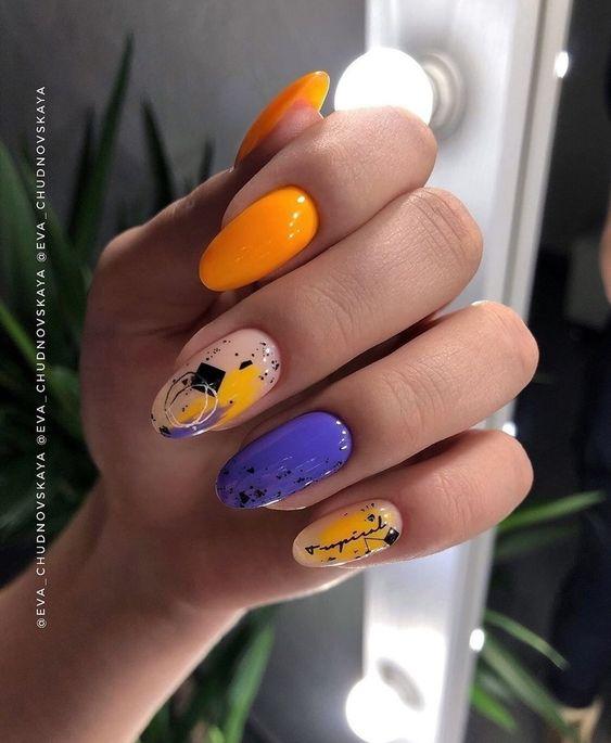 Neonowe paznokcie z wzorkami na wakacje