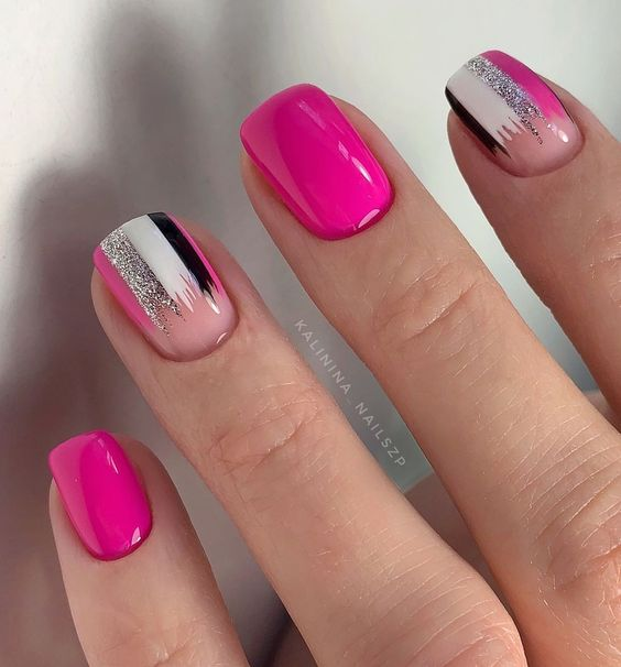 Neonowe różowe paznokcie