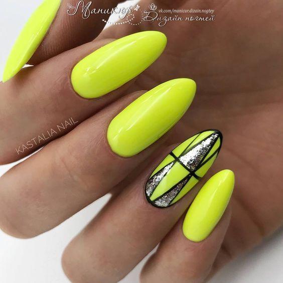 Neonowe żółte paznokcie z geometryczymi wzorkami
