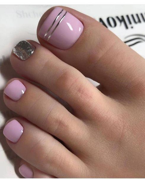 Różowy pedicure na lato