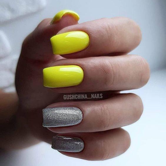 Żółte paznokcie z brokatem na lato