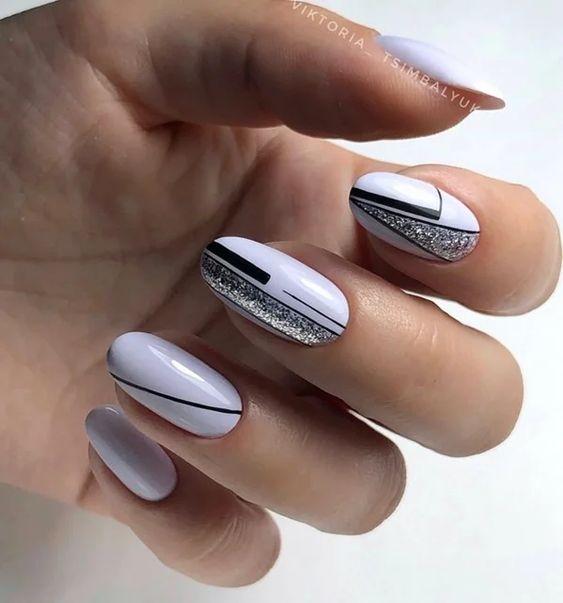 Jasne paznokcie w kolorze fioletowym