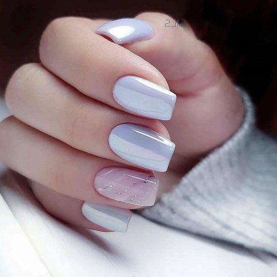 Jasne perłowe paznokcie