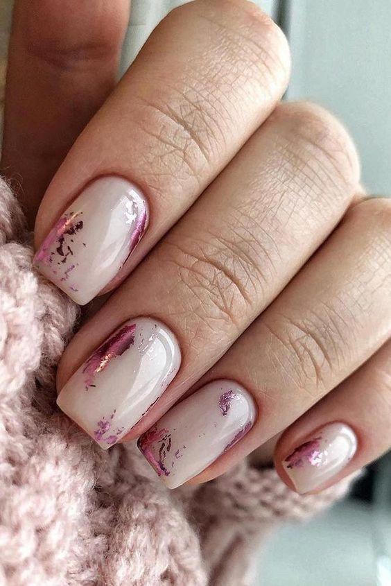 Naturalne paznokcie z folią transferową
