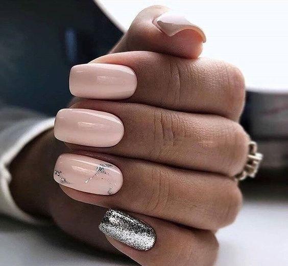 Delikatne paznokcie z brokatem