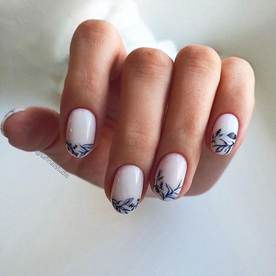 Delikatny manicure z wzorkami