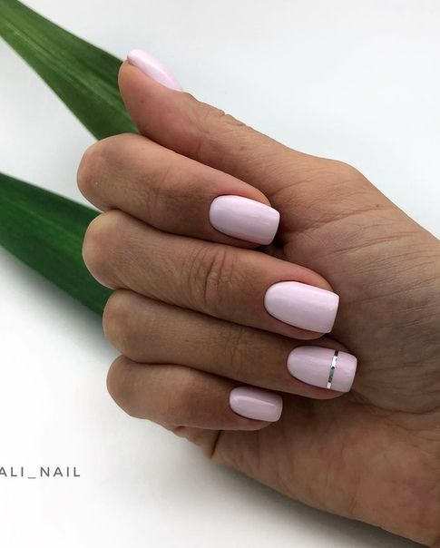 Delikatny pudrowy manicure