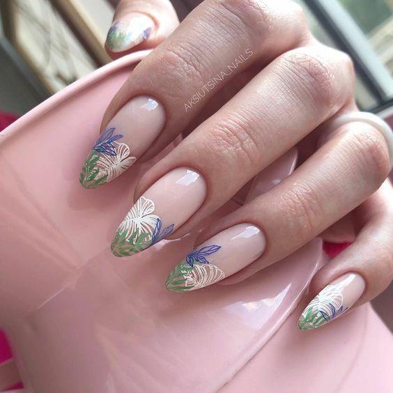 Naturalne paznokcie w kwiaty