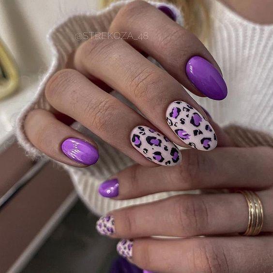 Jaskrawe paznokcie w kolorze fioletowym
