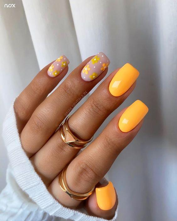 Jaskrawe paznokcie w kolorze pomarańczowym z wzorkami