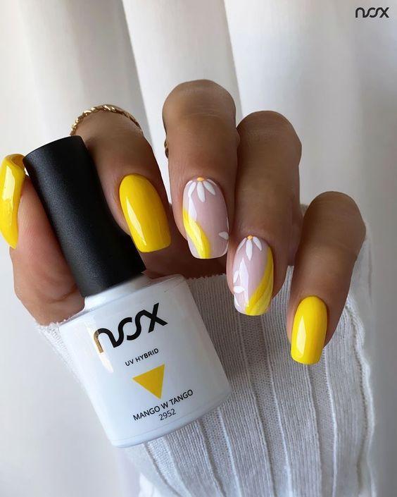 Jaskrawe paznokcie w kolorze żółtym z wzorkami