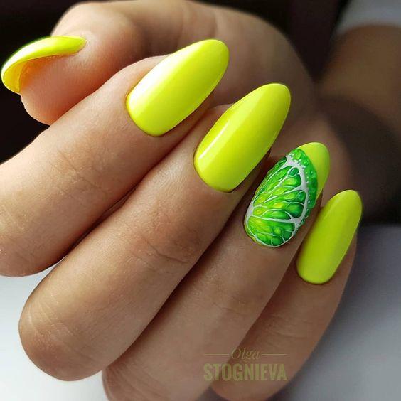Jaskrawe paznokcie z wzorkiem owocowym