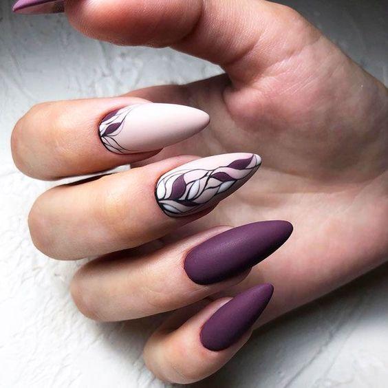 Jesienne paznokcie w kolorze ciemnofioletowym