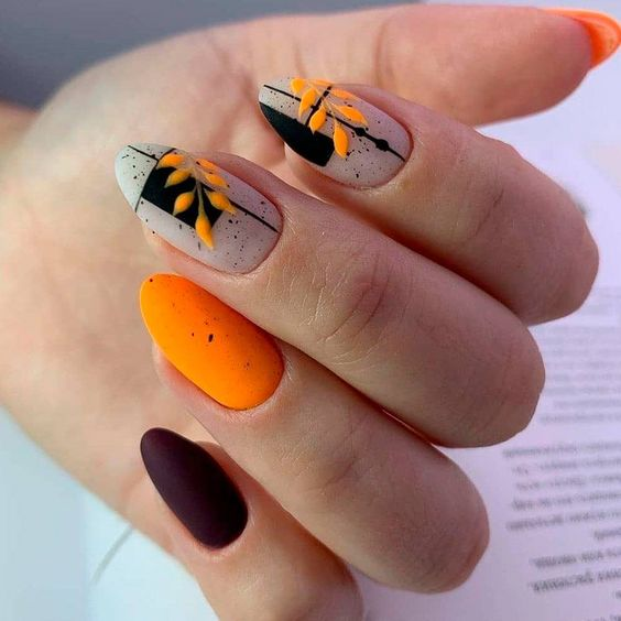 Jesienne paznokcie w kolorze pomarańczowym