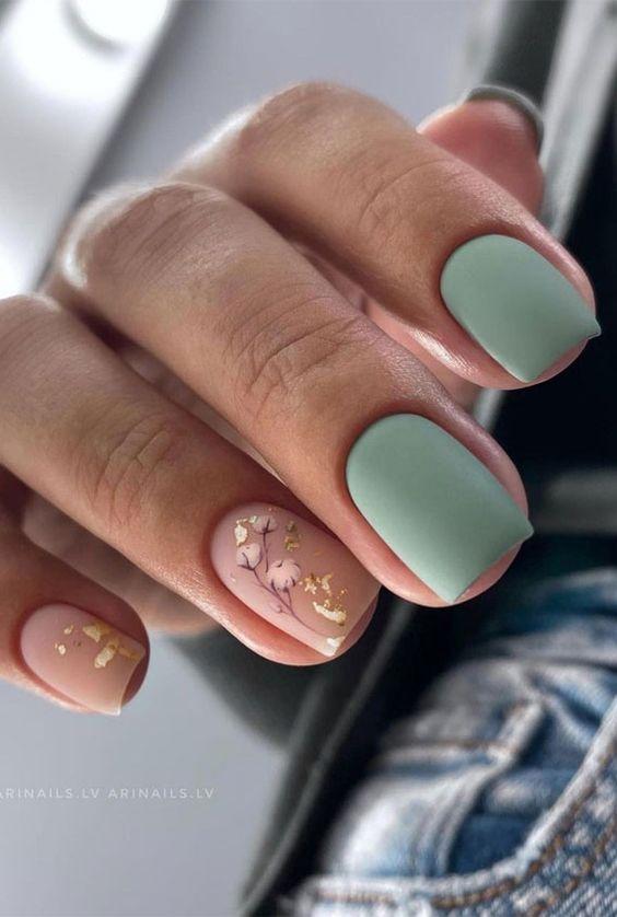 Jesienne paznokcie w kolorze zielonym z wzorkami