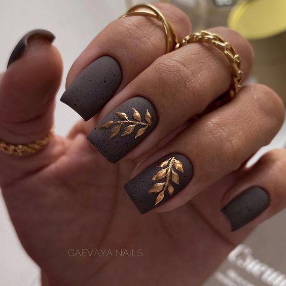 Matowe jesienne paznokcie