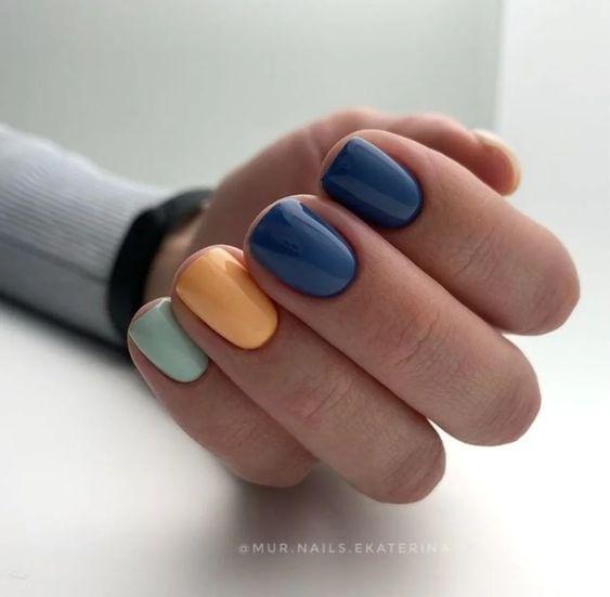 Różnokolorowe paznokcie na jesień