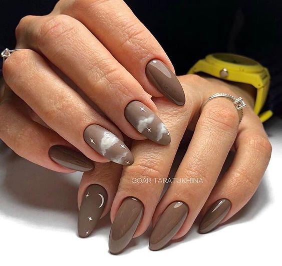 Brązowe paznokcie na zimę