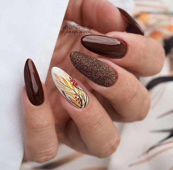 Brązowe paznokcie z brokatem