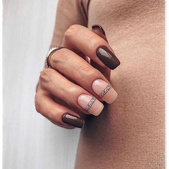 Brązowe paznokcie z wzorkami na jesień
